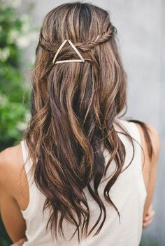 Interesting Ways To Use Bobby Pins -- Geometric Trick -- Using bobby pins create geometric shapes on your hair to add a minimalistic but stylish accessory to your hairdo. Choose bobby pins of contrasting color that will be visible against your hair color. My Hairstyle, Pretty Hairstyles, Easy Hairstyles, Wedding Hairstyles, Summer Hairstyles, Hairstyle Ideas, Hairstyles 2016, Bridesmaid Hairstyles, Hair Ideas