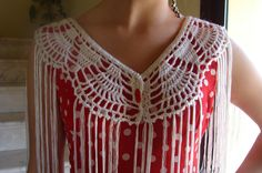 ARTESANAS DE HILO Y LANA: MANTONCILLO FLAMENCA BLANCO Crochet Collar, Crochet Blouse, Crochet Borders, Crochet Patterns, Crochet Cape, Crochet Shawls And Wraps, Crochet Wedding, Crochet Accessories, Crochet Clothes