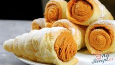 Funnel filled with caramel cream TopReceptek.hu Funnel filled with caramel cream TopReceptek. Cream Horns, Salty Snacks, Cannoli, Peanut Butter, Caramel, Snack Recipes, Food And Drink, Sweets, Cooking