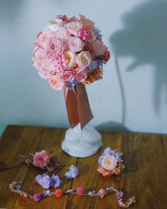 """一会レッスン on Instagram: """"新郎新婦手作りの #ブーケ #ブートニア #チョーカー #花冠  ブーケよりむしろ、花冠や チョーカーが難しい!  ご新郎様がつけてあげているところがとてもかわいかったです。  #花かんむり #プリザーブド #ブーケ作り #ヘッドドレス #ブーケレッスン #ブーケ手作り…"""" Crown, Instagram, Jewelry, Fashion, Moda, Corona, Jewels, Fashion Styles, Schmuck"""