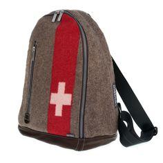 """Der """"urban daypack suisse"""" von canvasco - upcycling Rucksack aus recycelten Segeltuch und original schweizer Armeedecken!"""