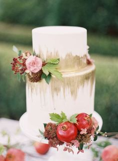 Just a little bit of gold goes a long way! Find your dream wedding cake on this list!