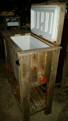 Patio cooler with extra storage. Diy made from pallets.