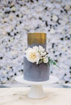 A gorgeous gray hue, wash of gold color, and lush white blooms are both romantic and marvelously modern. Created by Sweet Bakes.