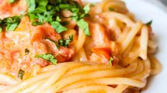 Rachel Ray's delicious recipe for her 'You Won't Be Sigle for Long' Vodak Cream Pasta (use coconut cream and organic non-gluten pasta) Pasta Recipes, Dinner Recipes, Cooking Recipes, Pasta Meals, Skillet Recipes, Cooking Tools, Dinner Ideas, Vodka Pasta, Bears