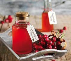 Rezept für Selbstgemachten Sirup - Saisonal für Herbst: Hagebutten-Sirup. Toll als selbstgemachtes zum verschenken