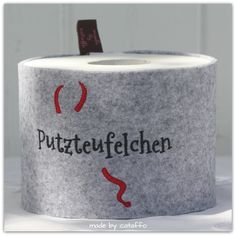 Das Klorollenhüllen-Set mit 16 Sprüchen | Made by Cataffo | Cataffo Embroidery, Decor, Design, Bunting Bag, Toilet Paper, Right Guy, Felting, Crafts, Decorating