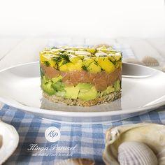 Tatar z łososia z mango Mango, Olympus Digital Camera, Avocado Toast, Sushi, Ale, Panna Cotta, Clean Eating, Cooking, Breakfast