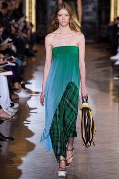 Sfilata Stella McCartney Parigi - Collezioni Primavera Estate 2016 - Backstage - Vogue