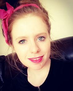 Channeling my inner Cher Lloyd  #cherlloyd #headband #pink #pinklips #irishbbloggers #irishblogger #bbloggers #bblogger #instadaily #instablog #makeup #mua #beauty #beautyblogger by itsallksay