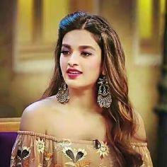 Nidhi Agerwal Bollywood Images, Indian Bollywood, Bollywood Fashion, Bollywood Actress, Pakistani, Nidhi Agarwal Actress, Katrina Kaif Photo, Indian Face, Dress Images