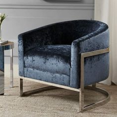 This Madison Park Mateo accent chair is the perfect finishing piece for your decor. Old Chairs, Table And Chairs, Outdoor Chairs, Dining Chairs, Black Chairs, Outdoor Lounge, Chair Bench, Tub Chair, Swivel Chair