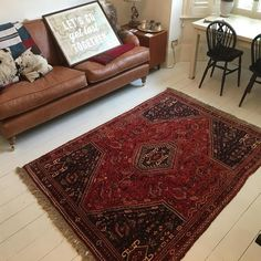 Nomadic Qashqai rug from The Handmade Rug Company - A beautiful Persian Qashqai rug ideal to make a Boho interior - Living room rug - Living room inspiration. Rugs In Living Room, Living Room Interior, Rug Company, Red Rugs, Living Room Inspiration, Beautiful Interiors, Persian Rug, Handmade Rugs, Boho