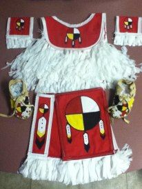 tiny tot grass dance outfit Artist: Kat Heminger my 2 older boys helped paint the artwork made for my youngest son. Native American Baby, Native American Regalia, Native American Crafts, American Indian Art, Native American Beading, Dance Outfits, Boy Outfits, Native Style, Native Art