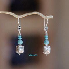 """Boucles d'oreilles """" olympe"""" en turquoises et perles """"origami"""" en argent"""