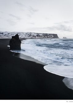 Vik, Islande. Julie Sarperi ✖ Carnets de traverse