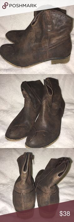 American Rag Short Boots Size 8.5; Brown; Ankle Boots; Excellent Condition American Rag Shoes Heeled Boots