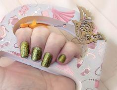 Mi nueva manicura con esmalte de catrice que ya os enseñare. Y placa de bundle monster . Con esmalte dorado de mundo de uñas . #nail #nails#nailart#polish#hand#manicure#paltes#mundodeuña#catrice#bundlemonster#plates#platesnail#stamping#stampingnail#stampingnailart