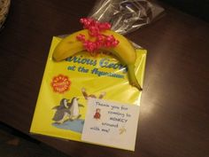 Party favors- a book instead of junk. I like this idea for when there's only a few little guests. Instead of the banana, maybe some banana lollies & make some Curious George chocolate lollypops. Monkey Birthday Parties, Birthday Fun, February Birthday, Birthday Ideas, Curious George Party, Curious George Birthday, Snacks, Party Favors, Favours