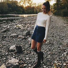 Kelli Couture Boho Street Style More Adrette Outfits, Preppy Outfits, Fall Skirt Outfits, Denim Skirt Outfit Winter, Preppy Mode, Preppy Style, Fall Winter Outfits, Autumn Winter Fashion, Winter Ootd