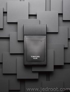 Noir by Tom Ford. Shop niche perfumery samples at Fimaron. Search your favorite parfums in our niche collection. Still Life Photography, Beauty Photography, Product Photography, Tom Ford, Cosmetic Design, Beauty Shots, Fragrance Parfum, Commercial Photography, Bottle Design