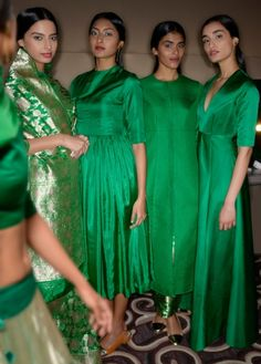Dress winter green jackets ideas for 2019 Trendy Dresses, Simple Dresses, Nice Dresses, Casual Dresses, Girls Dresses, Pakistani Fashion Casual, Ethnic Fashion, Indian Fashion, Pakistani Dresses