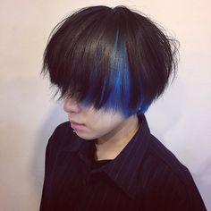 WEBSTA @ ps_etsuko - _color ! blue !_かわゆいブルー!紺とかの濃ゆい青っていうよりはほんっとーーに 青!ブルー!_色が抜けてもっともっとブルー感 出ます_下唇の下のピアス超絶可愛いお客様_#color #blue #haircolor #mash #インナーカラー #マッシュ #ブルー #青 #マニパニ #マニックパニック #manicpanic #ブリーチカラー #髪型 #派手 #奇抜 #ピアス #可愛い #美容師 #美容室 #下北沢 #salon