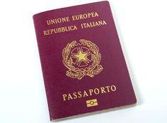 """Polizia di Stato su Twitter: """"Dubbi sul #passaporto? Tutto quello che c'è da sapere su rilascio, minori e varie in 3 video a http://t.co/5F76tgNsAJ http://t.co/KK4l68Kmnz"""""""