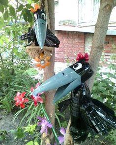 Вороны из пластиковых бутылок Reuse Plastic Bottles, Plastic Bottle Flowers, Bottle Cap Art, Plastic Bottle Crafts, Recycled Bottles, Recycled Crafts, Diy And Crafts, Diy Garden Projects, Garden Crafts
