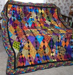 Bed Quilt Safari Market by gmapquilts Not FR braid----triangles African Quilts, African Fabric, Batik Quilts, Scrappy Quilts, African Colors, African Theme, African Art, Gees Bend Quilts, Braid Quilt