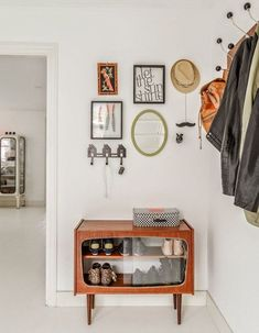 Hallway Storage, Small Bathroom Storage, Home Decor Kitchen, Diy Home Decor, Room Decor, Shoe Storage Modern, Shoe Storage Solutions, Storage Ideas, Modern Entryway