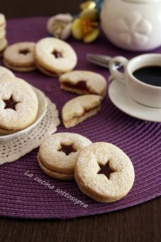 biscotti al burro occhi di bue Biscotti Cookies, Latest Recipe, I Foods, Doughnut, Cookie Recipes, Easy, Favorite Recipes, Desserts, Italian Recipes