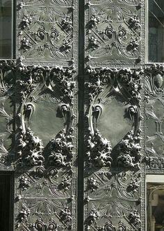 Louis Sullivan detail on the Carson Pirie Scott building