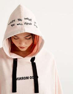 You can find 1 Hooded text sweatshirt for only in Pull&Bear. Enter now and discover this and many other unique Pull&Bear pieces Trendy Hoodies, Boys Hoodies, Hooded Sweatshirts, Sport Fashion, Kids Fashion, Painted Clothes, Hoodie Outfit, Cool Shirts, Printed Shirts