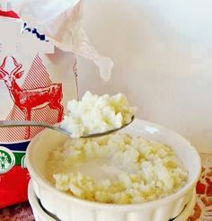 niks so lekker soos bord stewige pap en melk , . South African Dishes, South African Recipes, Ethnic Recipes, Home Catering, Delicious Recipes, Yummy Food, No Bake Cake, Tarts, Summer Fun