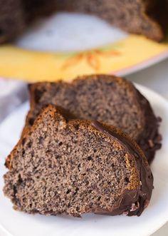 Lecker, leicht und vegan. Dieser einfacher Mohnkuchen ist kinderleicht zu backen und schmeckt einfach nur fantastisch. Rezept hier Healthy On Green!