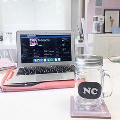 Olha que fofo esse mason jar que a @danidepi personalizou pra decorar o #NahSpace 😻💗 E ohhhhhh, pra vocês que amam música e querem se conectar comigo, sigam meu perfil e minha playlist lá no Spotify 👉🏻 Nah Cardoso - Playlist da Nah 🎶 Um montão de musicas vibes e talssssss! Indica pras migas, pros boys, pra todo mundo! ✌🏻