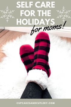Easy self care ideas for mom to do during the holidays. This list is full of simple and fun things to do for yourself during this busy time of year. Health And Wellbeing, Mental Health, Stress Relief Quotes, Budget Holidays, Holiday Stress, Like A Mom, Ways To Relax, Self Care Routine, Coping Skills