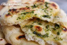 C'est ma fournée !: Les naans + les secrets pour les réussir!! Pour 10 à 20 naans (selon leur taille) : 500g de farine type 45 10g de levure de boulanger fraîche (ou 4g de levure sèche) 125g de yahourt nature (1 yahourt)  180g d'eau tiède 30g d'huile  1 teaspoon de sel 1 teaspoon de levure chimique + Persil plat frais ciselé + un peu d'huile d'olive