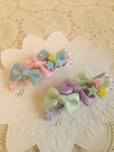 ヘアクリップ【ベビーサイズ】Ribbons*リボンズ*ヘアピン*受注製作 Boutique Hair Bows, Ribbon Hair, Diy Ribbon, Ribbon Bows, Ribbon Crafts, Creema, Baby Girl Hair Accessories, Metal Headbands, Baby Hair Clips