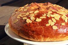 """Easter Mazanec"" - traditional sweet yeast bread - V kuchyni vždy otevřeno . ""Velikonoční mazanec"" Mexican Food Recipes, Sweet Recipes, Czech Recipes, Nom Nom, Rolls, Snacks, Cookies, Chocolate, Baking"