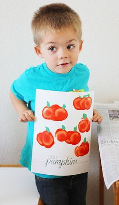 Water Bottle Cap Pumpkin Stamping Craft #Halloween craft for kids to make #Free Printable from ShortStopDesigns! | CraftyMorning.com