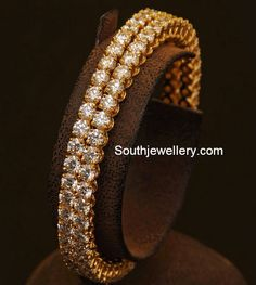Looking for gold and diamond jewellery? Vummidi has the best collection of diamond rings, diamond earrings and gold jewellery, handcrafted to perfection. Antique Jewellery Designs, Jewelry Design, Antique Jewelry, Jewelry Accessories, Mehndi, Diamond Bangle, Diamond Jewelry, Solitaire Diamond, Gold Jewellery
