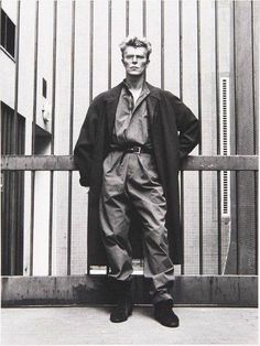 ★ BOWIEOLOGIST ★