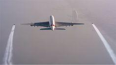 Emirates A380 und Jetman Formationsflug über Dubai