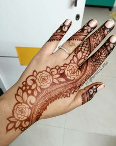Easy and Simple Mehndi Designs That You Should Try In 2019 - Henna - Basic Mehndi Designs, Floral Henna Designs, Latest Bridal Mehndi Designs, Finger Henna Designs, Mehndi Designs For Beginners, Mehndi Designs For Girls, Mehndi Design Photos, Wedding Mehndi Designs, Mehndi Designs For Fingers
