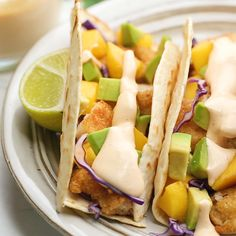 This Fish Taco Sauce is the ultimate topping for fish tacos. It's a creamy a delicious blend of sour cream, mayonnaise, lime juice, sriracha, garlic, and cumin. Sides For Fish Tacos, Mexican Fish Tacos, Easy Fish Tacos, Slaw For Fish Tacos, Healthy Fish Tacos, Shrimp Taco Sauce, Chicken Taco Sauce Recipe, Shrimp Tacos, Tequila Shrimp Recipe