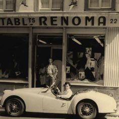 Maurice Renoma au volant de sa TR3 devant la boutique familiale 1961 DR Archives Renoma