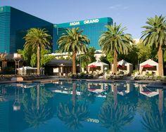 Venus Pool Club At Caesars Palace Las Vegas Pool Party Paradise In Vegas Pinterest