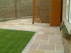 Good built patio paving ideas ready to see a change - front uard landscaping ideas Sandstone Paving Slabs, Paving Stone Patio, Patio Slabs, Stone Patios, Patio Roof, Garden Slabs, Garden Paving, Wooden Garden, Garden Paths